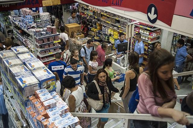 Black Friday e do Natal, com o impulso da liberação do FGTS, vão ajudar a melhorar os números da economia (Foto: Marcelo Camargo/ABr)