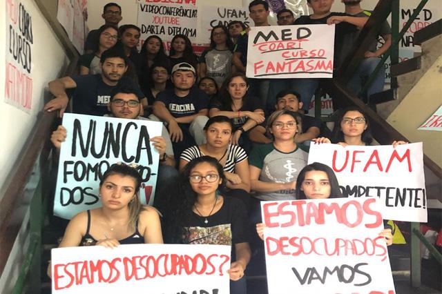 Estudantes pedem professores para manter curso de Medicina (Foto: Divulgação)