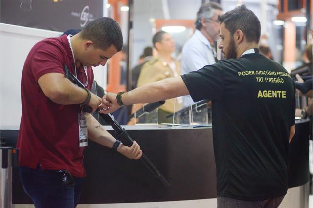 Registro de armas do tipo CAC aumentou no Brasil (Foto: Erbs Jr. /FramePhoto/Folhapress)