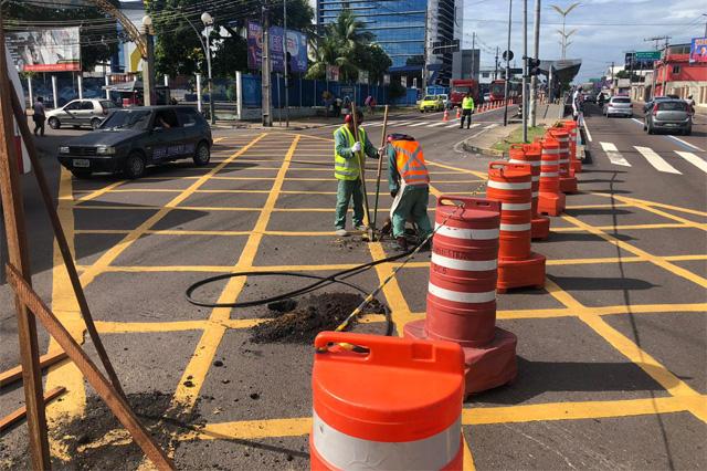 Interdição de trecho da avenida é mais uma etapa de obra de passagem subterrânea (Foto: Semcom)
