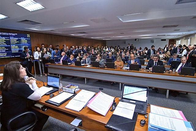 Comissão de Constituição e Justiça do Senado: maior debate sobre projeto (Foto: Geraldo Magela/Ag. Senado)