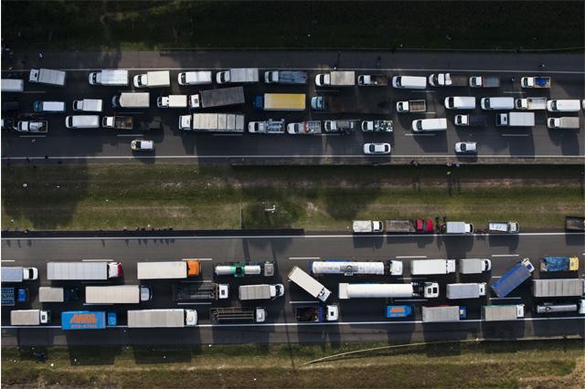 Caminhoneiros podem ter dificuldades para manter trabalho (Foto: Danilo Verpa/Folhapress)