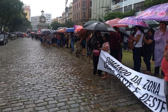 Professores em manifestação no Centro de Manaus nesta segunda (Foto: Facebook/Vem pra Luta pela Educação/Reprodução)