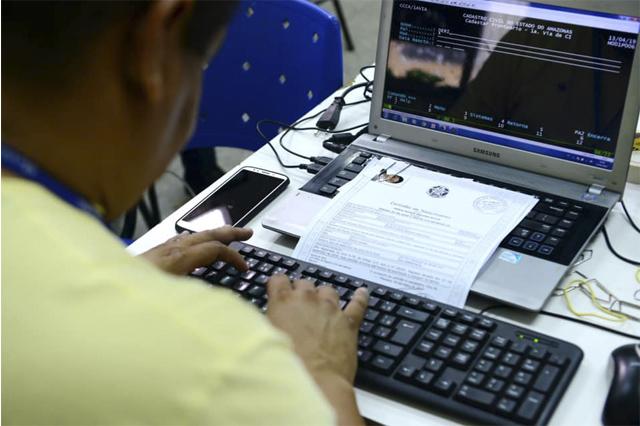 Certidão pode ser solicitada à Sejusc em Manaus ou nos cartórios (Foto: Claudio Heitor/Secom)