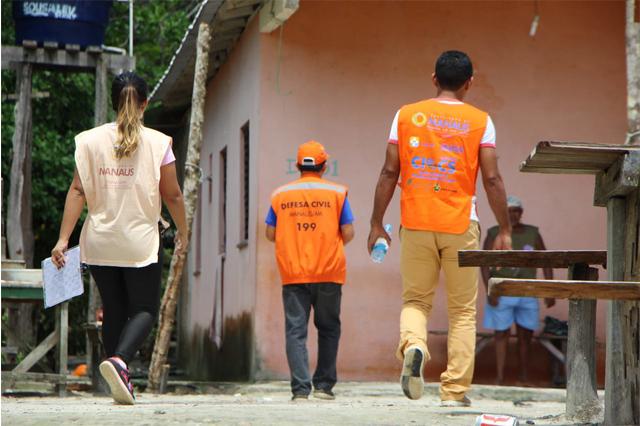 Agentes da Defesa Civil identificaram casas sob risco de alagação (Foto: Defesa Civil/Divulgação)