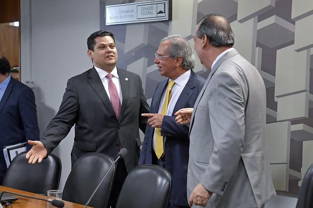Presidente do Senado, senador Davi Alcolumbre (DEM-AP); Ministro de Estado da Economia, Paulo Guedes; presidente da CAE, senador Omar Aziz (PSD-AM)