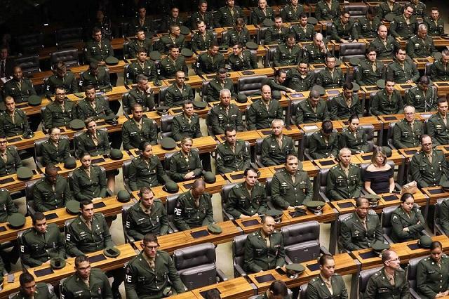 Gastos com pessoal, que incluem os 360 mil integrantes das Forças Armadas e aposentadorias (Foto: Lula Marques)