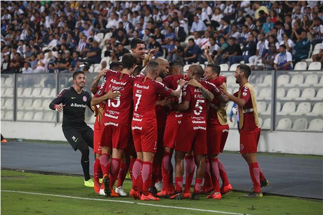 Jogadores festejaram vitória e classificação (Foto: Ricardo Duarte/Inter)