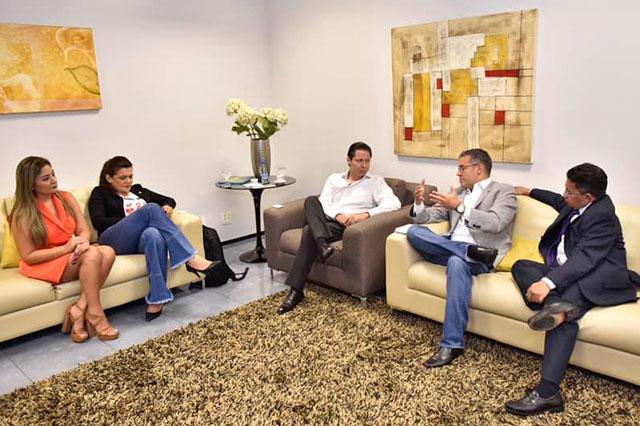 Josué Neto se reuniu nesta segunda com o representante do Equador Paolo Cirani