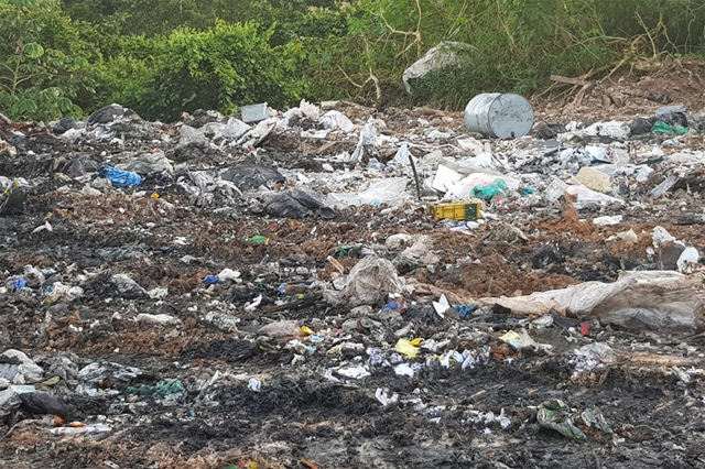 Lixão hospitalar clandestino foi denunciado por moradores (Foto: PMAM/Divulgação)