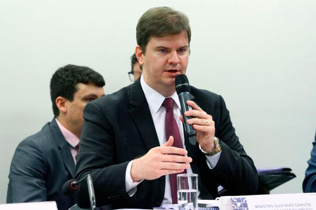 Ministro Gustavo Canuto durante audiência na Câmara dos Deputados