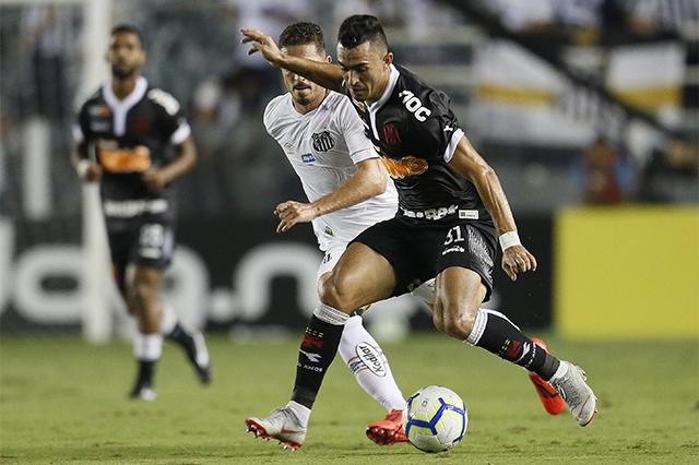 Raul parou na marcação santista no jogo desta quarta (Foto: Rafael Ribeiro/Vasco.com)