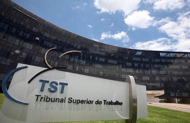 O Tribunal Superior do Trabalho liberou empregados de bater o ponto todos os dias (Foto: Agência Brasil)