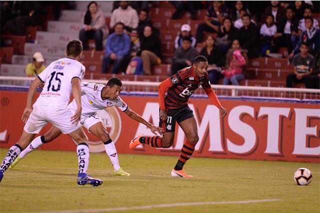 Vitinho jogou bem, mas Flamengo perdeu no Equador (Foto: Alexandre Vidal/Flamengo)
