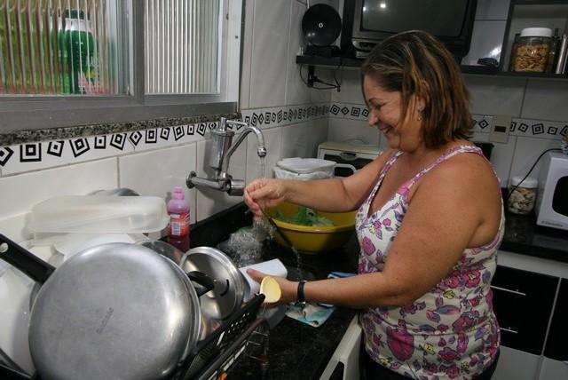 Pesquisa mostra que a dedicação das mulheres nas tarefas do lar permanece bem superior à masculina (Foto: Elói Corrêa/Secom)