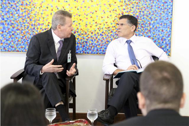 Arthur Neto com o general Santos Cruz: conversa sobre segurança (Foto: Mário Oliveira/Semcom)