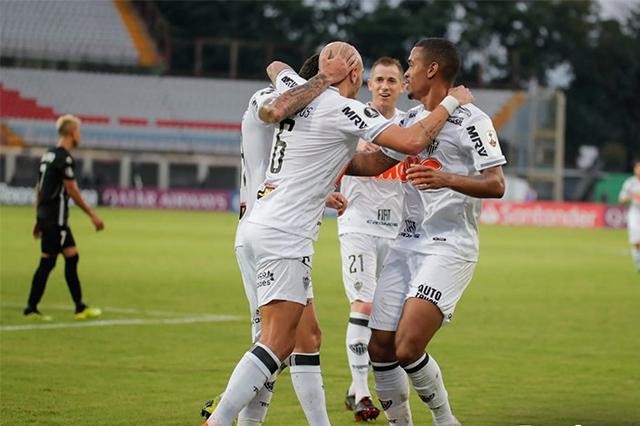 Jogadores comemoram gol na vitória do Atlético-MG (Foto: Bruno Cantini/Atlético-MG)