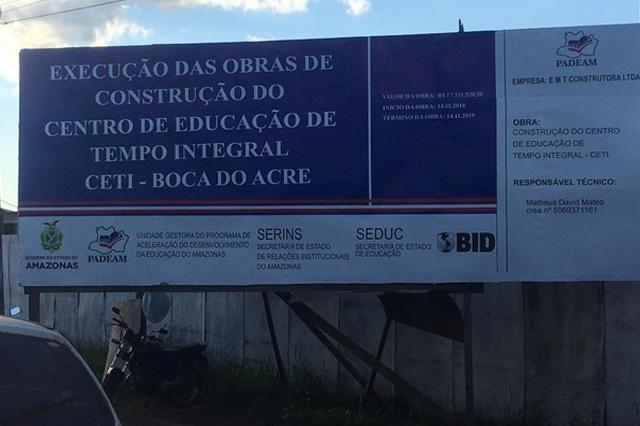 Placa indica valor e empresa executadora da obra (Foto: Divulgação)