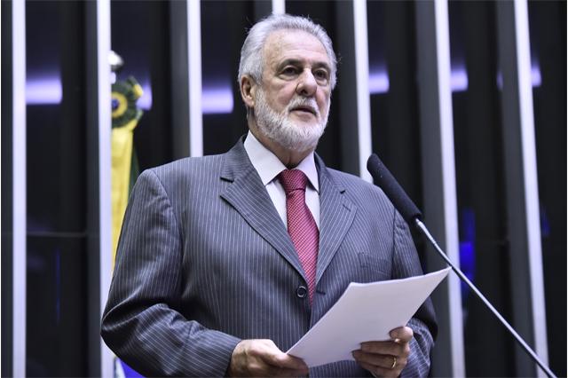 Carlos Melles quer se antecipar ao governo e apresentar projeto anticorte de verba (Foto: Agência Câmara)