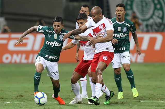 Dudu em lance de jogo com o Inter-RS (Foto: Cesar Greco/Ag. Palmeiras/Divulgação)