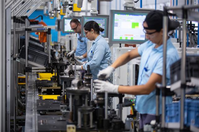 Setor industrial registrou queda na produção (Foto: Diego Padgurschi/Folhapress)