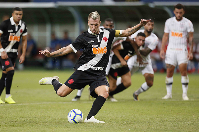 Maxi Lopes marcou gol de empate, de pênalti (Foto: Rafael Ribeiro/Vasco)