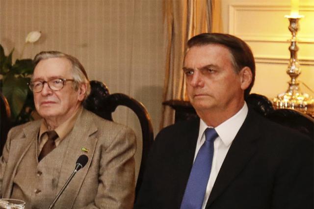 Olavo de Carvalho com Jair Bolsonaro: elogios ao guru (Foto: Alan Santos/PR)