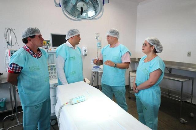 Governador Wilson Lima visitou a nova sala cirúrgica do Hospital Francisca Mendes (Foto: Diego Peres/Secom)