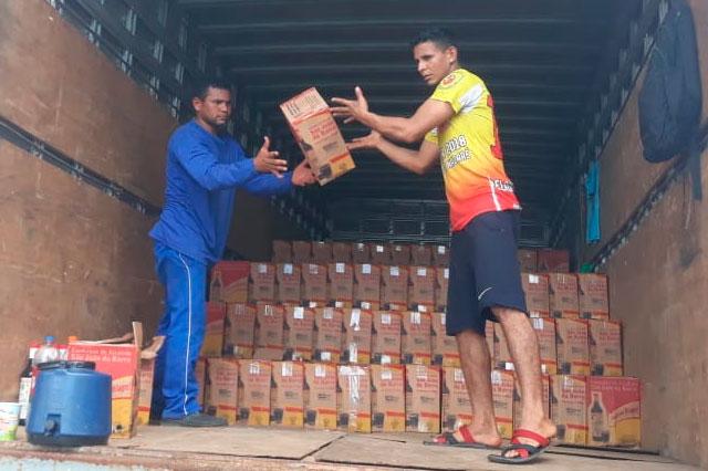 Conhaque e outras bebidas estavam em caixas e vinham de Santarém-PA