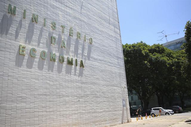 """""""A economia brasileira saiu do 'fundo do poço', com inflação sob controle e juros baixos"""", diz o documento"""