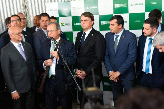 Bolsonaro e Paulo Guedes em Manaus