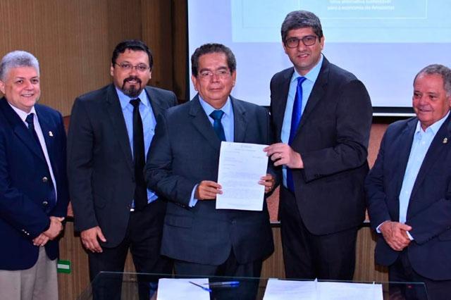 cônsul honorário de El Salvador, Almicar Antônio Aguilar Baires