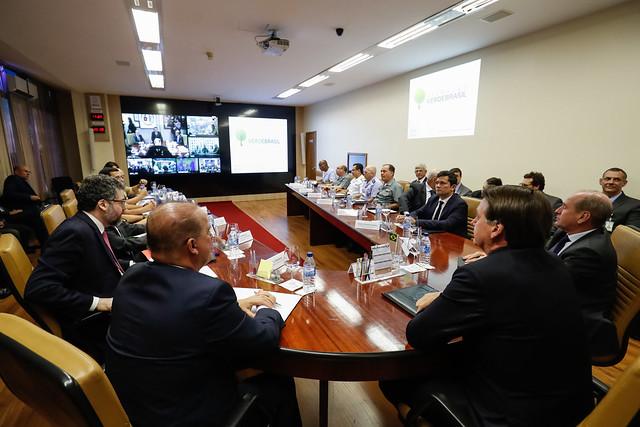 Bolsonaro e ministros discutem situação da Amazônia