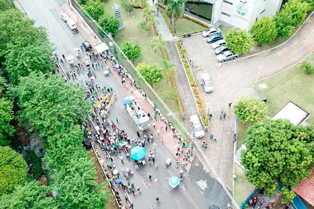 Protesto de servidores do Amazonas na sede do governo