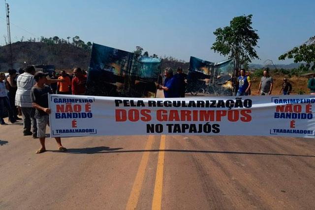 Garimpeiros bloqueiam BR 163 no Pará