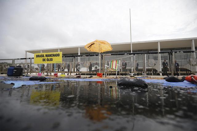 Greenpeace protesta em Brasília contra óleo no Nordeste - Foto Adriano Machado-Greenpeace