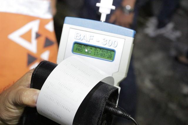 Com nível de álcool no sangue a partir de 0,34 o condutor responde por crime de trânsito (Foto: Detran-AM/Divulgação)
