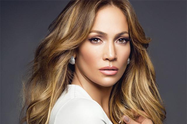 Jennifer Lopez é processada em R$ 515 mil por foto com o noivo