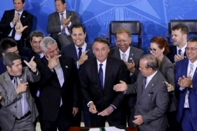 Bolsonaro - arminha