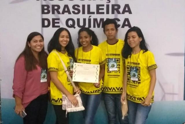 Estudantes de Manaus criaram aplicativo VR Química, que permite visualizar moléculas em 3D (Foto: Divulgação)
