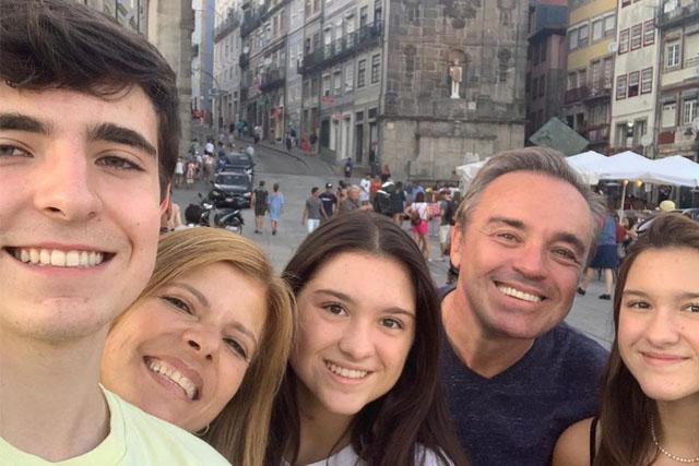 gugu e família