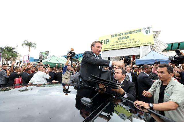 Presidente Jair Bolsonaro em feira em Brasília