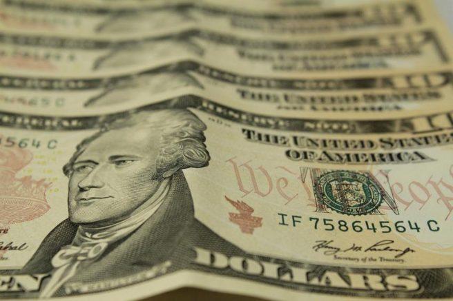 Nos Estados Unidos, a Dow Jones despencou 2,73% (Foto: Marcos Santos/USP Imagens)