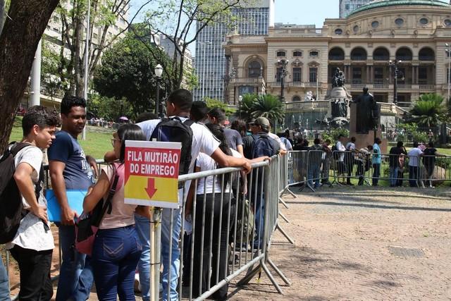 Número de desempregados no Brasil é de 2,9 milhões de pessoas (Foto: Rovena Rosa/Agência Brasil)