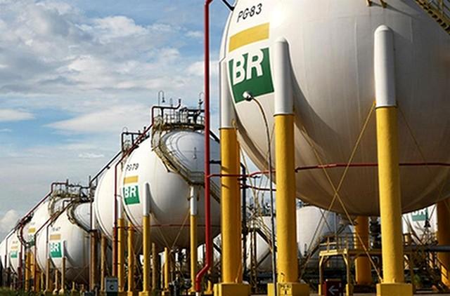 Em ano de recordes de produção de petróleo, Petrobras mantém refinarias  ociosas