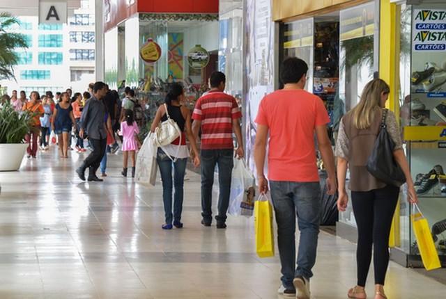 Venda de tecidos, vestuário e calçados teve queda de 1,0% nas vendas de natal (Foto: Valter Campanato/Agência Brasil)