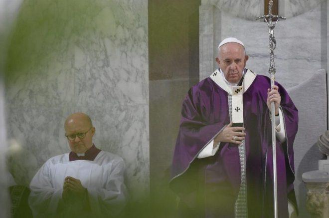 Papa Francisco celebrou a missa da manhã na capela de sua residência em Santa Marta (Foto: Vatican Media/Divulgação)
