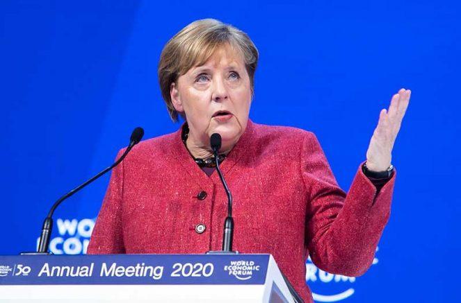 A decisão foi tomada pela primeira-ministra da Alemanha, Angela Merkel, e pelos governos estaduais (Foto: Ciaran McCrickard/Economic Forum)