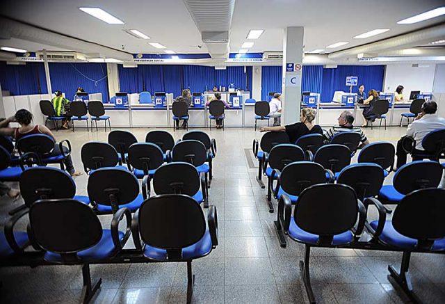 Serão mantidos apenas atendimentos agendados para cumprimento de exigências de requerimentos de benefícios (Foto: Fábio Rodrigues Pozzebom/Agência Brasil)