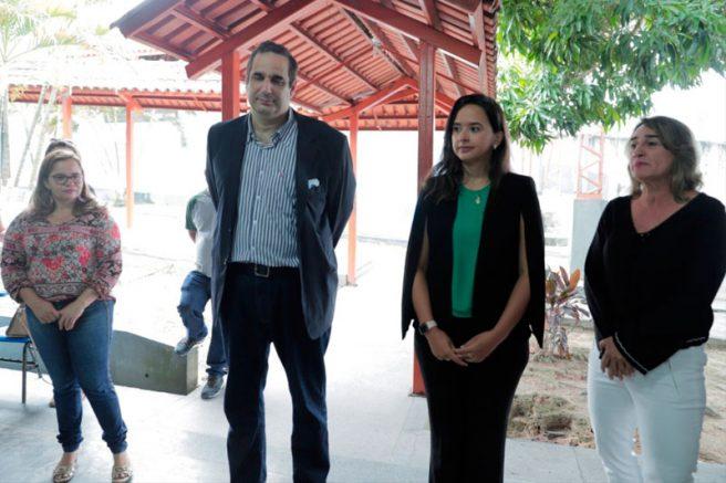 Juiz Luis Claudio Chaves, a promotora Luissandra Chíxaro e a defensora Juliana Lopes
